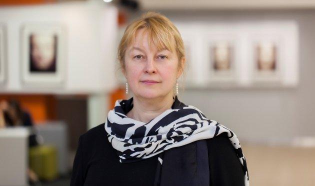Декан журфака МГУ Елена Вартанова — о фейковых новостях, соцсетях и смерти СМИ