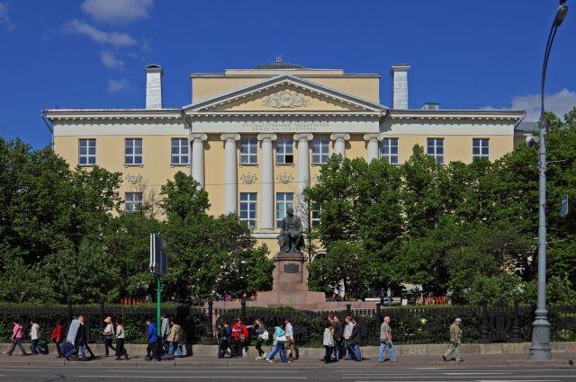 Конкурс на журфак МГУ в этом году стал самым высоким за 25 лет