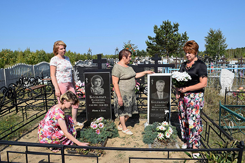 Журналисты посетили могилу летописца