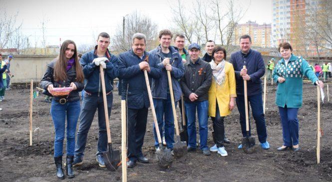 Липецкие журналисты посадили вишневый сад