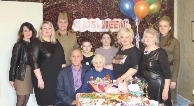 Журналисты «районки» поздравили фронтовую медсестру со 100-летием